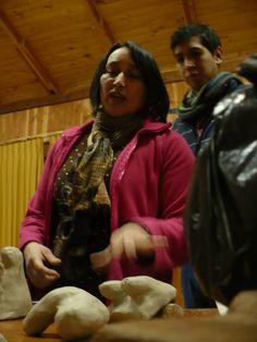 Fabiola Monje presentando sus maquetas en arcilla. Fue una inolvidable sesión, con una gran propuesta!!!
