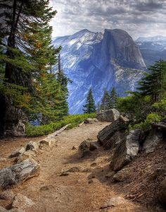 Glacier Point Trail in Yosemite. Beautiful views of Half Dome and the Yosemite Valley on every turn. Oh The Places You'll Go, Places To Travel, Places To Visit, Travel Destinations, Yellowstone Nationalpark, Yellowstone Park, Parcs, Adventure Is Out There, Belle Photo