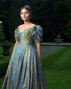 First look at Jenna Coleman as Queen Victoria from the upcoming ITV drama about the queen. The 8-part series will cover Victoria's accession to the throne up until her marriage to Prince Albert. I'm pretty excited about this series! These type of shows are like catnip to me