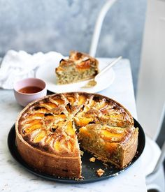 Frangipane tarts are classic for good reason - the almondy filling is the perfect foil for all kinds of fruit, but this pairing with apricots is particularly good. Tart Recipes, Almond Recipes, Sweet Recipes, Baking Recipes, Dessert Recipes, Oven Recipes, Curry Recipes, Just Desserts, Delicious Desserts