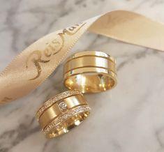 Big Wedding Rings, Classic Wedding Rings, Wedding Rings Vintage, Diamond Wedding Rings, Diamond Engagement Rings, Engagement Rings Couple, Classic Engagement Rings, Gold Ring Designs, Gold Bangles Design