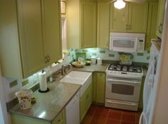 Wall-mounted cabinets are really useful and very practical in any kitchen