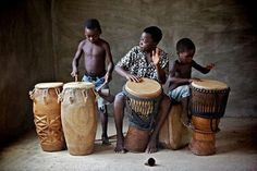 Children in Okurase in Ghana play traditional drums African Drum, African Dance, Drums Beats, Rap Beats, Motif Music, Festivals Around The World, Art Africain, African Culture, Nigerian Culture