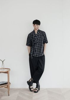 edgy korean fashion which look great B Fashion, Japan Fashion, Unique Fashion, Fashion Outfits, Fashion Design, Korean Traditional Dress, Traditional Outfits, Modern Traditional, Modern Hanbok