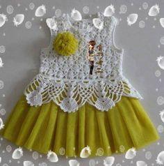 beyaz-tığ-işi-örgü-süveter-446x450 Crochet Dress Girl, Baby Girl Crochet, Crochet Baby Clothes, Knitting For Kids, Crochet For Kids, Baby Knitting, Toddler Fashion, Toddler Outfits, Kids Outfits
