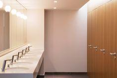 Casas-de-banho nos escritórios da Leader @ Business em Clichy-sous-Bois, França