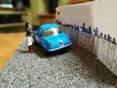 Mazda R360 (1:32) Eigenbau mit Grid-Girl