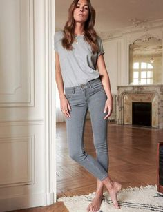 Sézane - 2003 - The Perfect Slim Oufits Casual, Casual Outfits, Fashion Outfits, Womens Fashion, Eleonore Toulin, Style Parisienne, Barefoot Girls, Parisian Style, How To Wear
