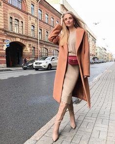 """Ваш любимый магазин ЛУУК on Instagram: """"Один из способов нескучно сочетать трикотажный костюм — комбинировать его с поясной сумкой и женственными сапогами♥️ ⠀ В таком образе…"""" Winter Coats Women, Coats For Women, Clothes For Women, Winter Work Fashion, Autumn Fashion, Dress Outfits, Fashion Outfits, Womens Fashion, Classy Outfits"""