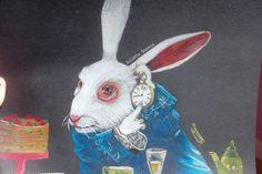 Le Lapin Blanc The White Rabbit