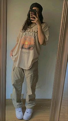 Tomboy Fashion, Teen Fashion Outfits, Retro Outfits, Streetwear Fashion, Skater Girl Outfits, Girl Streetwear, Baddie Outfits Casual, Swag Outfits, Cute Casual Outfits