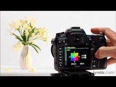 ▶ Nikon D7000 tutorial: Using the white balance settings | lynda.com - YouTube