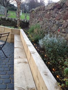 Chunky wooden sleepers - seating incorporated into raised bed. Nice cobbled path too. Sunken Patio, Sunken Garden, Terrace Garden, Contemporary Garden Design, Home Garden Design, Garden Yard Ideas, Garden Boxes, Patio Seating, Garden Seating