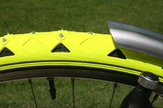Dutch designer Cesar Van Rongen created these bike spikes, they are the equivalent of snow chains but for bicycles… Snow Chains, Thermal Pajamas, Bicycle Safety, Winter Cycling, Commuter Bike, Innovation Design, Business Innovation, Bicycle Components, Spikes
