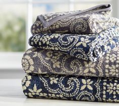 Our supersoft towels are Jacquard woven for plush softness and texture. Designed in a vibrant reversible pattern, they bring visual interest to the bath.