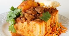 Bunny Chow Recipe is one of South African most loved dishes. Dish consisting of a hollowed-out loaf of white bread filled with curry. South African Bunny Chow, South African Recipes, Ethnic Recipes, The Fresh Loaf, Lamb Curry, Dinner Is Served, Chow Chow, Beef Recipes, Recipies