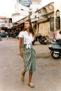 Faithfull The Brand takes a trip to India and sets it as a backdrop for their latest editorial shoot, featuring an array of summer, boho infused pieces. #style_inspiration_chic