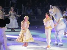 disney On Ice Dare to Dream finale Disney Princess Rapunzel, Sailor Princess, Disney On Ice, Walt Disney, Tangled Cosplay, Face Characters, Disney Characters, Floating Lights, Ice Show