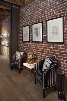 Exposed brick walls room that inѕріrе for your home design 35 Related Fake Brick Wall, Brick Wall Decor, White Brick Walls, Exposed Brick Walls, Black Brick, Modern Brick House, Brick House Designs, Brick Design, Wall Design