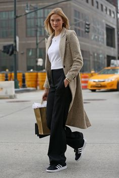 Karlie Kloss Does Casual Style as She Shops in NYC