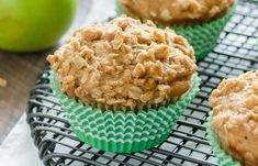 La meilleure recette de muffins à la croustade aux pommes! Muffin Recipes, Apple Recipes, Delicious Desserts, Yummy Food, Tasty, Desserts With Biscuits, Biscuit Cookies, Oatmeal Cookies, Something Sweet