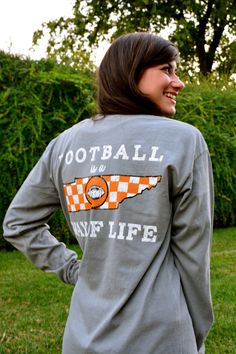 #football #fall #tennessee #traditionalpeople Tennessee Football, University Of Tennessee, Tennessee Knoxville, Tn Vols, Tennessee Girls, Orange Country, Tennessee Vacation, Orange Fashion, Tennessee Volunteers