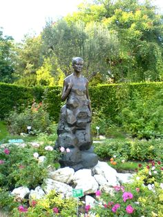 Fontvieille Park and Princess Grace Rose Garden I have got to see this!  On my list!