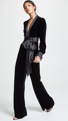 Wrap Jumpsuit, Jumpsuit Outfit, Satin Jumpsuit, Looks Street Style, Looks Style, Jumpsuit Elegante, Elegant Jumpsuit, Black Velvet Jumpsuit, Velvet Fashion