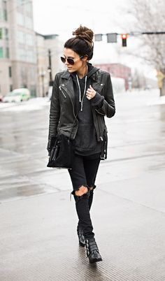 Rocker Outfits: The Ultimate In Rocker Girl Style And How You Achieve The Look - Fashion Trends Rocker Outfit, Rocker Girl, Rocker Clothes, Mode Outfits, Fall Outfits, Casual Outfits, Rock Chic Outfits, City Outfits, Casual Boots