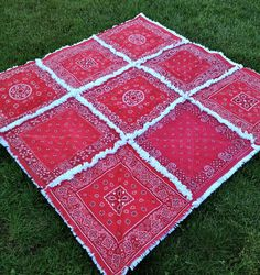 Upcycled Vintage Red Bandana Rag Quilt Picnic Blanket by carlani. This would be perfect for a picnic blanket. Bandana Quilt, Red Bandana, Bandana Blanket, Flannel Rag Quilts, Vintage Bandana, Fabric Crafts, Sewing Crafts, Diy Crafts, Quilting Projects