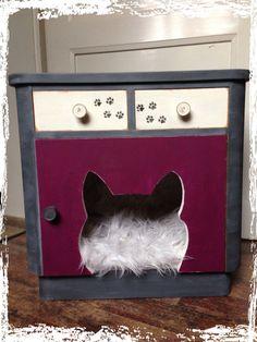 Vintage Schränke - süsses Katzenhaus Nachtschrank - ein Designerstück von HeartmadebySteph bei DaWanda