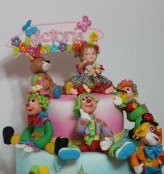 Clownii, elemente de decor destul de greu de realizat prin multitudinea culorilor utilizate si prin diversitatea figurilor, formelor si hain...