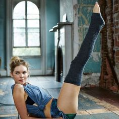 Try this fat-burning workout that will get you slim and fit. This intense workout routine will help you lose weight and help motivate you with some sexy eye-candy. Get the fit body you've always wanted with these exercises.