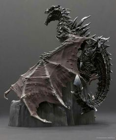 Bethesda today unveiled a screenshots that will get all fans of Skyrim up close to the Dragon in Collector's Edition of the game. The dragon looks sweet Fantasy Dragon, Fantasy Art, Fantasy Creatures, Mythical Creatures, Dragon Oriental, Skyrim Dragon, Elder Scrolls Skyrim, Arte Robot, Dragons