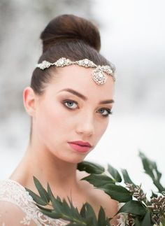 Tips on the how to choose the best bridal tiara and crown headpieces for your wedding day. Bridal Tiara, Bridal Lace, Bridal Jewelry, Bridal Accessories, Jewelry Accessories, Romantic Hairstyles, Tiaras And Crowns, Headpiece, Wedding Day