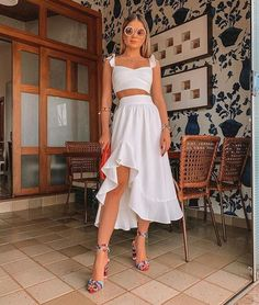 Discovered by María José. Find images and videos about outfits, moda and street style on We Heart It - the app to get lost in what you love. Mode Outfits, Night Outfits, Classy Outfits, Spring Outfits, Trendy Outfits, Fashion Outfits, Party Fashion, All White Party Outfits, Beach Party Outfits