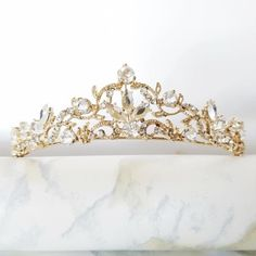 This beautiful, delicate golden headpiece is the perfect touch for your wedding day or any special occasion. Golden detailing and dozens of sparkling crystals.