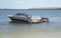 SEA RAY 210 MONACO  Mit Verdeck, Boot ist in einem sehr guten Zustand, alle Polster sind Top. Badeleiter und Badeplattform. Motor ist auch in Ordnung. Ideales Boot für Einsteiger und Familien. Wassersport möglich.
