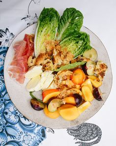 Cool Summer Salad - Stone Fruit, Mozarella & Parma ham salad with toasted left-over Panettone Crazy Food, Weird Food, Summer Salad Recipes, Summer Salads, Too Many Cooks, Easy Recipes, Cooking Recipes, Parma Ham, Ham Salad