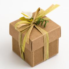 The Corrugated Kraft Squares Boxes with Lids are a great favour box to have in rustic or vintage themed weddings. The brown, corrugated card goes perfectly with any other colour and can be easily decorating using ribbon and sprays.