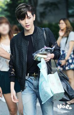 Omg! When did Ren get black hair?! This looks recent! O_O