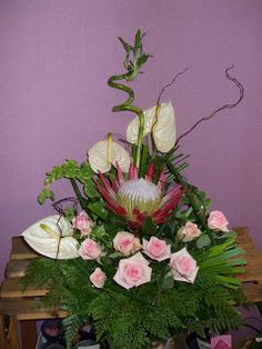 Sónia Guedes - Arte floral: Arranjos Florais Hawaiian Flowers, Tropical Flowers, Diy Flowers, Flower Decorations, Arte Floral, Ikebana, Cross Pictures, Floral Arrangements, Flower Arrangement