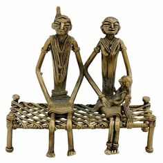 Dokra is an ancient Indian art, made by Damar tribes in West Bengal. This piece depicts a couple with a baby sitting on Indian bed 'charpai'. This is made using non–ferrous metal using the lost-wax casting technique Native Indian, Native American Indians, Indian Bedding, Indian Arts And Crafts, Indian Dolls, West Bengal, Miniature Crafts, Tribal Art, Clay Art
