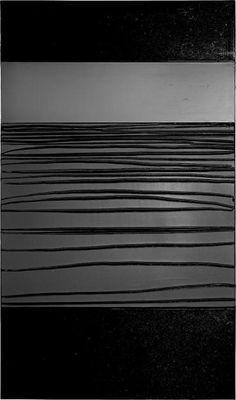 Pierre Soulages L'outil n'est pas le noir, c'est la lumière. Le noir, c'est une couleur violente ; elle s'est imposée, elle a dominé, c'est la couleur d'origine.
