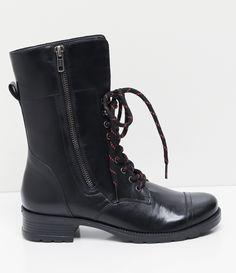 Bota feminina  Material: sintético  Marca: Satinato     COLEÇÃO VERÃO 2017     Veja outras opções de    botas femininas.        Sobre a marca Satinato     A Satinato possui uma coleção de sapatos, bolsas e acessórios cheios de tendências de moda. 90% dos seus produtos são em couro. A principal característica dos Sapatos Santinato são o conforto, moda e qualidade! Com diferentes opções e estilos de sapatos, bolsas e acessórios. A Satinato também oferece para as mulheres tudo que há de…