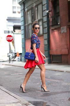 Saia: Top Shop / Blusa: Asos / Bolsa: Valentino / Sapato: Jimmy Choo / Óculos: G-Star