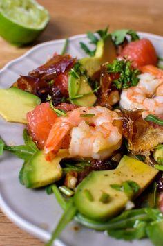 Pyszne Kadry: Sałatka z grejpfrutem, awokado, daktylami i krewetkami Potato Salad, Zucchini, Salads, Potatoes, Vegetables, Ethnic Recipes, Food, Kitchens, Drinks