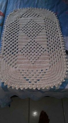 Filet Crochet, Crochet Motif, Diy Crochet, Crochet Table Runner Pattern, Crochet Placemats, Christmas Crochet Patterns, Crochet Stitches Patterns, Crochet Carpet, Crochet Projects