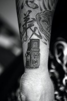 this is basically what i want behind my ear...prob my second next tat