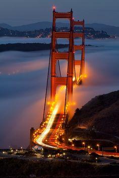 Ponte Golden Gate em São Francisco no Estados Unidos Places Around The World, Oh The Places You'll Go, Places To Travel, Places To Visit, Around The Worlds, Ponte Golden Gate, Golden Gate Bridge, Baie De San Francisco, San Francisco Night